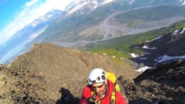 Peak Climber filming panorama overhead — Stock Video