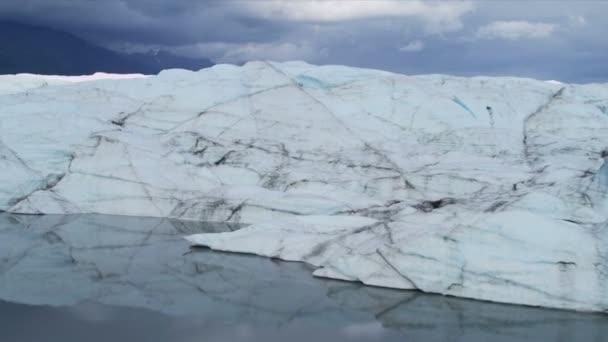 Vista aérea del glaciar hielo ártico región — Vídeo de stock
