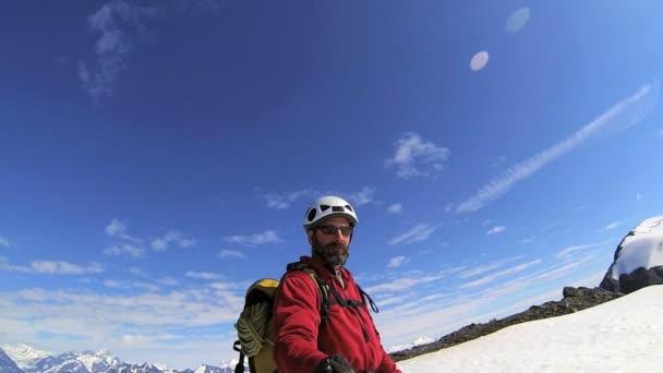 Trepador de la montaña la película sí mismo — Vídeo de stock
