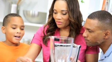 Family prepares smoothie in the kitchen — Stock Video