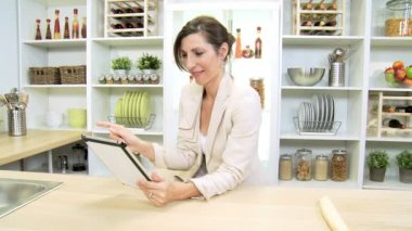 Smart Businesswoman at  Kitchen Counter Using Wireless Technology — Stock Video