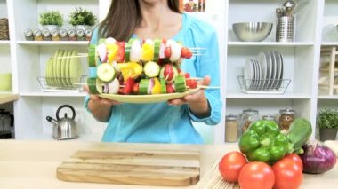 Brunette female holding plate of filled delicious healthy vegetable kebabs — Stock Video