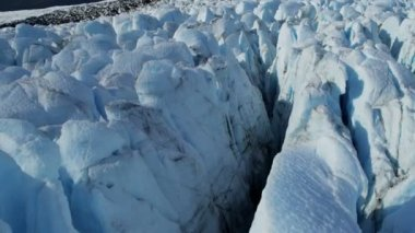 Glacier moving under own gravity — 图库视频影像