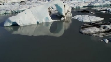 Glacial icebergs floating near main — Stock Video