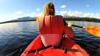 Female kayaking enjoying — Stock Video
