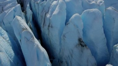 Deep crevasses of blue glacier — Stockvideo