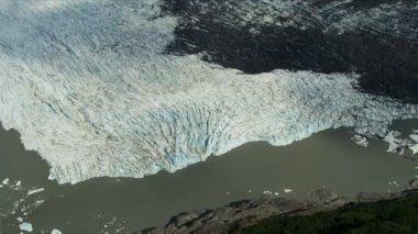 Glacier ice shelf badly contaminated — Vídeo de stock