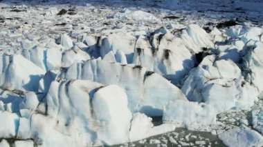 Ice floes broken from glacier — Wideo stockowe