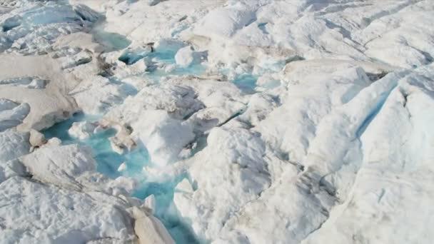 Glaciar moviéndose bajo su propia gravedad — Vídeo de stock