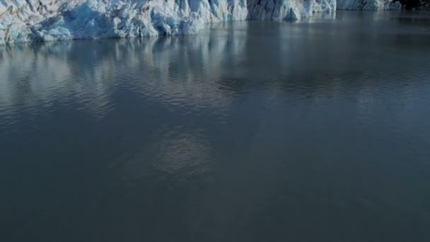 Knik glaciar y chugach montañas — Vídeo de stock