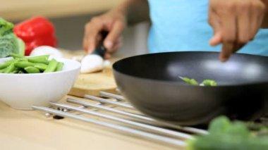 Girlfriends at  kitchen preparing lunch — Stock Video