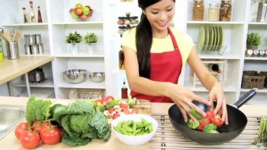 Girl at kitchen preparing vegetables — Stock Video