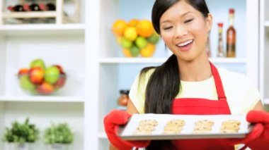 Girl with freshly baked cookies — Stock Video