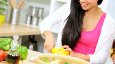 Friends at kitchen preparing salad — Stock Video