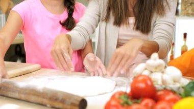 Family Preparing Homemade Pizza — Stock Video