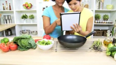 Girls using tablet at kitchen — Stock Video
