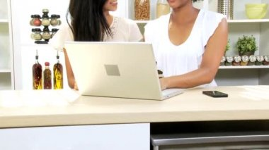 Girlfriends at kitchen using laptop — Stock Video
