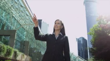 Businesswoman outdoors — Stock Video