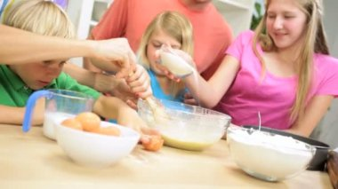 Children at kitchen with parents — Stock Video