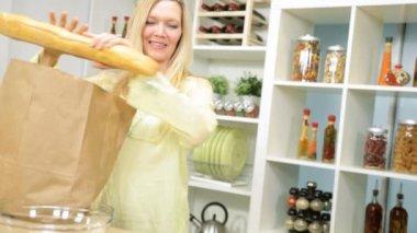Wife unpacking market produce — Stock Video