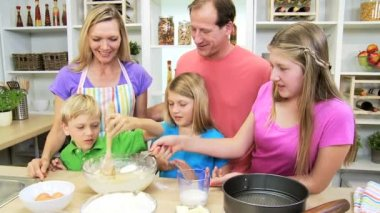 Parents and children making cake — Stock Video