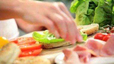 Hands placing turkey on bagel — Stock Video