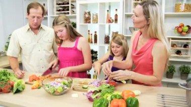 Sisters helping parents prepare dinner — Stock Video