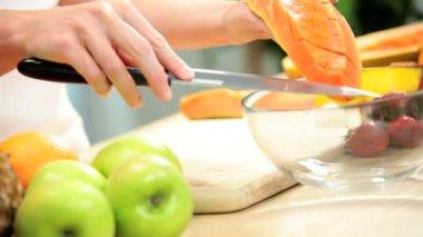 Female Hands Slicing Fresh Organic Papaya Fruit — Stock Video