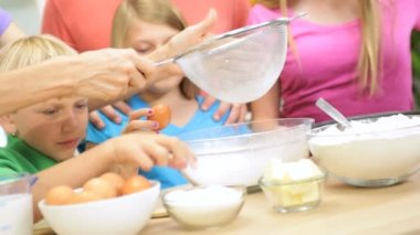 Parents and children enjoying baking — Stock Video