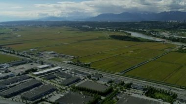 Aerial landscape view towards Vancouver city vehicles — Stock Video