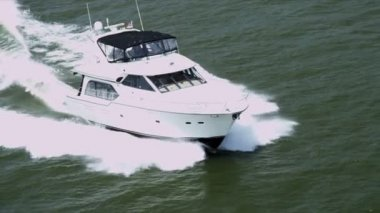 Aerial view of luxury cruise yacht — Vídeo de stock