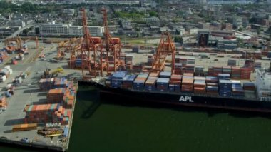 Aerial view container ships Vancouver harbour — Vídeo Stock