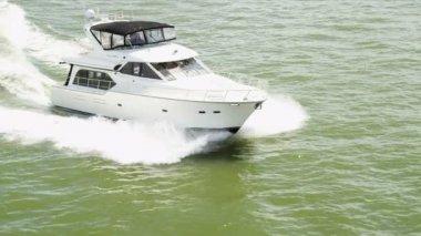 Aerial view luxury motor cruiser at speed — Stock Video