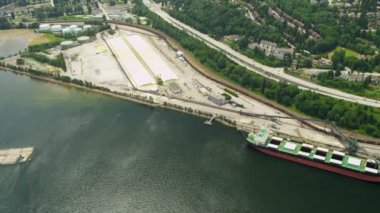 Aerial overhead view bulk carrier loading freight, Vancouver — Stock Video