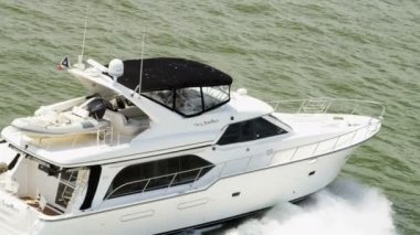 Aerial view fast motor cruiser ocean cruising — Stock Video
