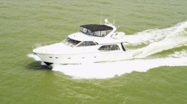 Aerial view of elegant ocean cruise yacht — Stock Video