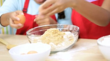 Family preparing in the kitchen — Stock Video