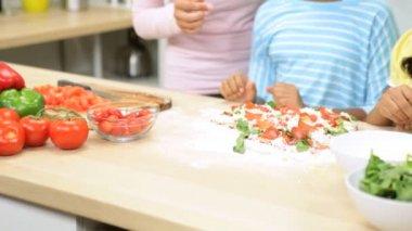 Family preparing pizza in the kitchen — Stock Video