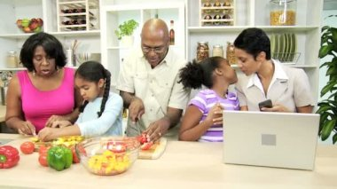 Family cooks in the kitchen and a businesswoman with her daughter — Stock Video