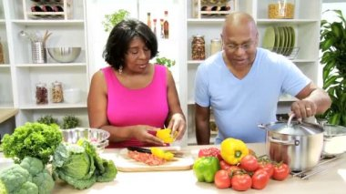 Couple in the kitchen preparing — Stock Video
