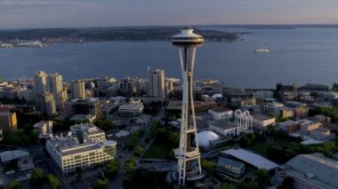 Aerial sunset view Seattle Space Needle Elliot Bay, USA — Stock Video