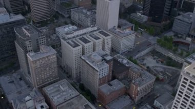 Aerial dusk view of downtown  office blocks Smith Tower Seattle, USA — Stock Video