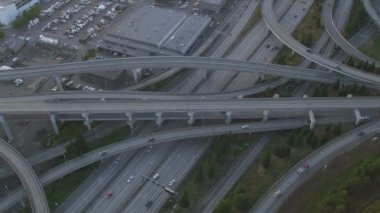 Aerial dusk view Interchange  Interstate 90, Seattle City, USA — Stock Video