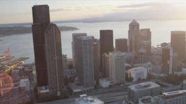 Aerial sunset view Columbia Center Downtown Seattle, USA — Stock Video