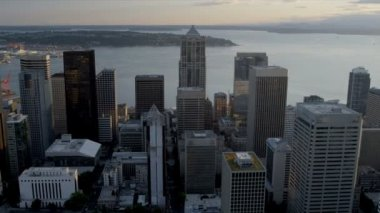 Aerial sunset view 2 Union Square Skyscraper, Seattle, USA — Video Stock
