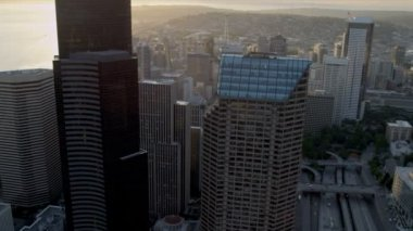 Aerial sunset view with sun flare Columbia Center Downtown Seattle USA — Stock Video