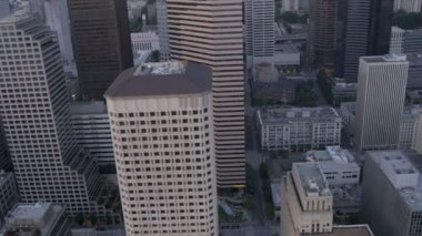 Aerial dusk view of downtown city office blocks Seattle, USA — Stock Video