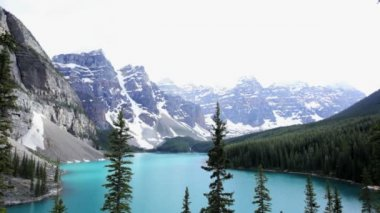 Lake Moraine turquoise waters Banff National Park, Canada — Stockvideo