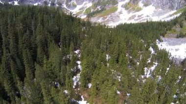 Aerial view mountain valley melting snow Rocky Mountains — Vidéo