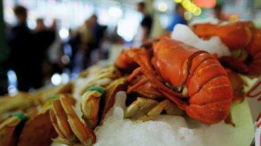 Marché aux poissons de piques de homard frais seattle, usa — Vidéo